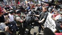 Bentrokan antar demonstran di Charlottesville, Virginia, Amerika Serikat (AP)