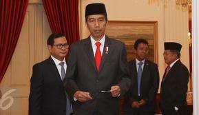 Jokowi telah menginstruksikan kepada Kapolri untuk segera mencari tahu siapa pelaku penyiraman air keras kepada penyidik KPK, Novel Baswedan, Jakarta, Selasa (11/4). (Liputan6.com/Angga Yuniar)