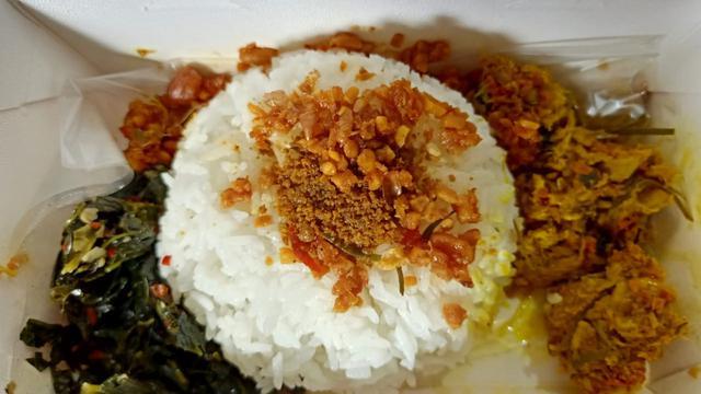 Makan Siang dengan Nasi Bogana, Bisa Pilih Lauk Ayam atau Cumi Hitam