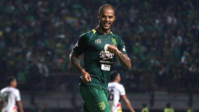 Striker Persebaya Surabaya, David da Silva, mencetak hattrick ke gawang Mitra Kukar pada laga Liga 1 2018, Sabtu (22/9/2018). (Bola.com/Aditya Wany)