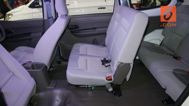 Wuling Formo minibus