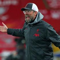 Pelatih Liverpool, Jurgen Klopp, tidak puas dengan penampilan para pemainnya dalam laga lanjutan Liga Champions 2020/21 Grup D melawan Ajax Amsterdam di Anfield Stadium, Liverpool, Selasa (1/12/2020) waktu setempat. Liverpool menang 1-0 atas Ajax. (AFP/Peter Byrne/Pool)