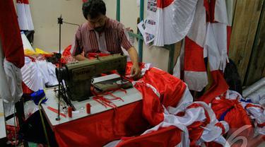 Perayaan Hari Kemerdekaan RI mendatangkan berkah tersendiri bagi para penjahit (Liputan6.com/Faizal Fanani)