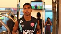 Pemain PSM Makassar, Hasim Kipuw. (Bola.com/Abdi Satria)