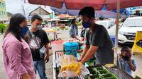 Pempek lenggang menjadi salah satu jenis pempek Palembang yang menjadi menu berbuka puasa yang dibuat dengan cara dipanggang (Liputan6.com / Nefri Inge)