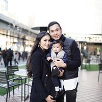 Sandra Dewi dan keluarga liburan akhir tahun di Jepang. (dok. Instagram @sandradewi88/https://www.instagram.com/p/Br9xpbpBVhQ/Putu Elmira)
