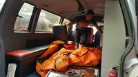 Evakuasi korban tewas kebakaran di pabrik korek Langkat. (Liputan6.com/Reza Efendi)