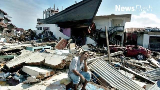 Hari Minggu 12 tahun silam itu, Saiful Yusri (62) bersama istri dan anaknya sedang berada di rumah saat gempa tiba-tiba menguncang bumi. Saat itu warga berhamburan keluar rumah.