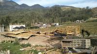 Angin kencang melanda Desa Sumberbrantas Kecamatan Bumiaji Kota Batu pada Sabtu malam 19 Oktober 2019 sekira pukul 23.30 WIB. (Foto: Liputan6.com/Dian Kurniawan)