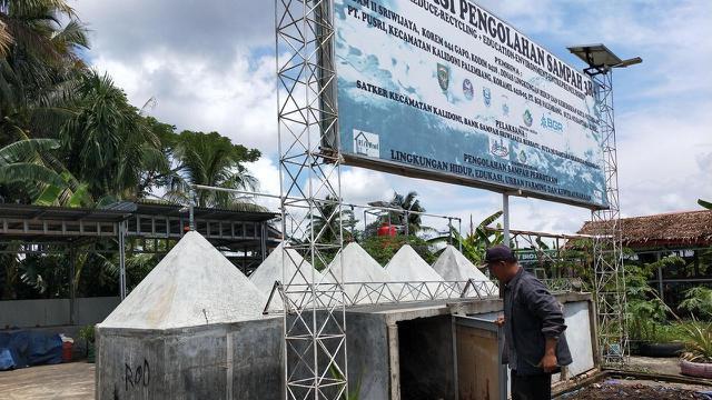 Mengolah Gunungan Sampah Plastik Jadi BBM Alternatif di Palembang