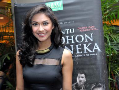Aktris Nana Mirdad saat ditemui di kawasan Gatot Subroto, Jakarta, Selasa (5/8/14) malam. (Liputan6.com/Panji Diksana)