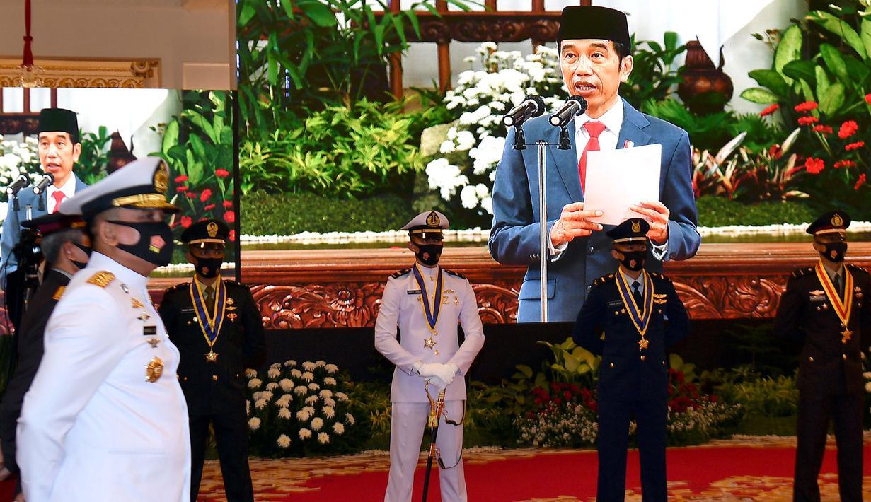 Sejumlah perwira remaja peraih Adhi Makayasa mendengarkan pengarahan dari Presiden Joko Widodo dalam Prasetya Perwira (PRASPA) TNI dan POLRI Tahun 2020 di Istana Negara, Selasa (14/7/2020). Jokowi melantik Praspa TNI dan Polri  dengan menerapkan protokol kesehatan. (ANTARA FOTO/Sigid Kurniawan/POOL)