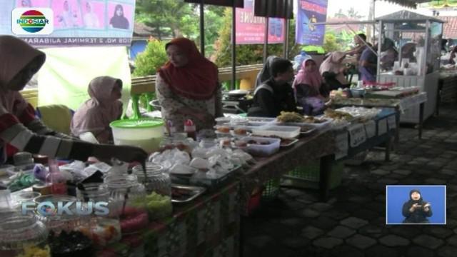 Remaja masjid di Banyumas gelar pasar kaget untuk memudahkan warga memperoleh menu buka puasa dengan harga terjangkau.