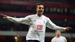 1. Ahmed Hossam Husein Abdelhamid alias Mido. Striker yang didatangkan Tottenham Hotspur dari AS Roma pada pertengahan musim 2004/2005. Mampu mencetak 20 gol dalam 63 penampilannya bersama The Lily White hingga akhir musim 2006/2007. (AFP/Adrian Dennis)