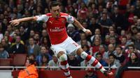 Gelandang Arsenal Mesut Ozil (AFP / BEN STANSALL)