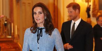 Kate Middleton dan Pangeran William kini sedang berbahagia lantaran tengah menanti kelahiran anak ketiganya. Sejak berita kehamilan Kate tersiar, wanita cantik itu pun tak pernah terlihat di publik. (AFP/Heathcliff O'Malley)