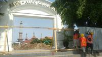 Penampakan Alun-alun Kejaksan Kota Cirebon dalam proses revitalisasi. Foto (Liputan6.com / Panji Prayitno)