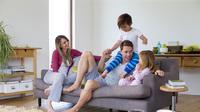 Ilustrasi keluarga berkumpul di rumah. (Shutterstock)