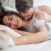Apa makna ciuman di leher?/Copyright shutterstock.com