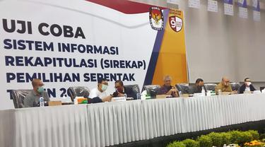 Pembukaan uji coba dan simulasi aplikasi E-rekap/Sirekap Pemilihan Serentak 2020 di Jalak Harupat, Kabupaten Bandung, Jawa Barat, Rabu, 9 September 2020.
