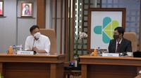 Menteri Kesehatan RI Budi Gunadi Sadikin dan Wakil Menteri Kesehatan Dante Saksono Harbuwono dalam Rapat Koordinasi Pimpinan Persiapan Vaksinasi COVID-19 pada 23 Desember 2020. (Dok Kementerian Kesehatan RI)