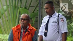 Sekretaris Daerah Kota Dumai nonaktif Muhammad Nasir tiba di Gedung KPK, Jakarta, Rabu (13/3). Muhammad Nasir diperiksa sebagai saksi untuk tersangka Direktur Utama PT Mawatindo Road Construction, Hobby Siregar. (merdeka.com/Dwi Narwoko)