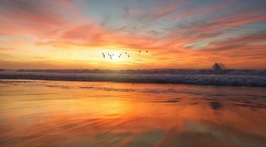 Ilustrasi senja, sunset, matahari terbenam