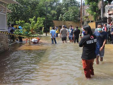 Akibat Longsor, Tanggul Kali Jebol Sebabkan Banjir Rendam Perumahan di Ciputat