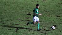 Rivaldi Bawuo saat berseragam Madura United di Liga 1 2020 yang dihentikan karena pandemi COVID-19. (Bola.com/Iwan Setiawan)