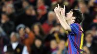 Penyerang Barcelona Lionel Messi mencetak lima gol untuk menghancurkan Bayer Leverkusen 7-1 pada leg kedua 16 besar Liga Champions di Nou Camp, Barcelona, 7 Maret 2012. AFP PHOTO/LLUIS GENE