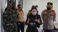 Ketua DPR RI Puan Maharani meninjau vaksinasi Covid-19 di pemukiman padat penduduk Kalideres. (Foto: Istimewa).