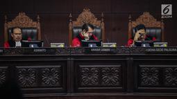 Ekpresi majelis hakim saat memimpin sidang putusan sengketa Pilpres 2019 di Gedung Mahkamah Konstitusi (MK), Jakarta, Kamis (27/6/2019). MK akan membacakan putusan sengketa Pilpres 2019 yang dimohonkan kubu Prabowo-Sandiaga. (Liputan6.com/Faizal Fanani)