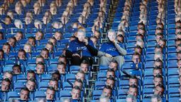 Topeng Jamie Vardy terpasang di setiap bangku King Power Stadium, Inggris, Senin (26/12). Leicester City menyuarakan keberatannya karena banding untuk kartu merah  Jamie Vardy tidak dikabulkan FA. (REUTERS/ Carl Recine)