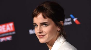 Aktris Emma Watson tiba di BAFTA Los Angeles Awards Season Tea Party di Four Season Hotel di Beverly Hills, California, (6/1). Bintang film 'Beauty and the Beast' ini tampil beda dengan berponi pendek. (AFP Photo/Chris Delmas)