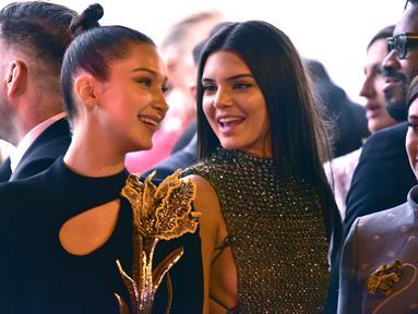 Bella Hadid ternyata mendukung hubungan Kendall Jenner dan Anwar Hadid saat ini. (GettyImages - Teen Vogue)