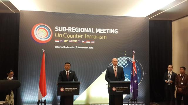 Menkopolhukan RI Wiranto dan Menteri Dalam Negeri Australia Peter Dutton dalam konferensi pers bersama usai Sub-Regional Meeting on Counter Terrorism di Jakarta (6/11/2018) (Rizki Akbar Hasan / Liputan6.com)