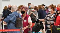 Suasana hari pertama pemberlakuan travel bubble  antara Australia dan Selandia Baru di Bandara Internasional Sydney, Senin, 19 April 2021. (dok.SAEED KHAN / AFP)