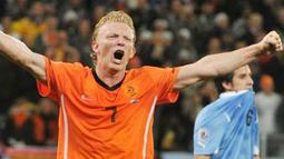Kegembiraan striker Belanda Dirk Kuyt seusai kemenangan 3-2 atas Uruguay di laga semifinal PD 2010 di Green Point Stadium, Cape Town, 6 Juli 2010. AFP PHOTO / THOMAS COEX