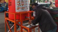 Demi antisipasi penyebaran Corona COVID-19, Wahana Visi Indonesia menyediakan fasilitas cuci tangan pakai sabun di sejumlah titik di Jakarta. (Dok Wahana Visi Indonesia/WVI)