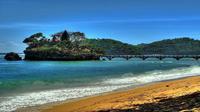 Pantai Balekambang, merupakan salah satu pantai paling terkenal di Malang selain Sendang Biru.
