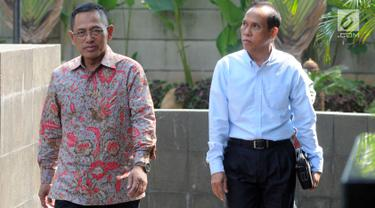 Plt Direktur Utama PLN, Muhamad Ali (kanan) dan Direktur Pengadaan Strategis 2 PLN, Supangkat Iwan Santoso tiba di Gedung KPK, Jakarta, Senin (27/5/2019). 2 pejabat PLN tersebut diperiksa sebagai saksi atas tersangka kasus dugaan suap proyek PLTU Riau-1 Sofyan Basir. (merdeka.com/Dwi narwoko)