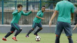 Pemain andalan Timnas Indonesia U-19 ini mendapatkan kontrak berdurasi tiga tahun di Lechia Gdansk hingga tahun 2021. (Bola.com/M Iqbal Ichsan)