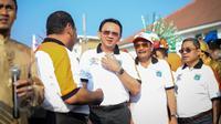 Gubernur DKI, Basuki Tjahaja Purnama dan Wagub Djarot Saiful Hidayat saat menghadiri pembukaan perayaan HUT Jakarta yang ke-488, di Taman Fatahillah, Jakarta, Minggu (31/5/2015). (Liputan6.com/Faizal Fanani)