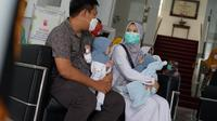 Tim dokter penanganan bayi kembar RS Hasan Sadikin (RSHS) Bandung menyatakan kepulangan bayi kembar dempet liver Hasna dan Husna asal Kabupaten Kuningan, Jawa Barat. (Foto: Humas RSHS)