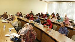 Peserta memperhatikan pemaparan pembicara saat Seminar Kebangkitan Dosen Indonesia di Kampus Cilandak Universitas Prasetiya Mulya, Jakarta, Senin (14/5). Seminar diikuti sekitar 200 dosen dari berbagai kampus. (Liputan6.com/Immanuel Antonius)