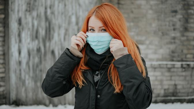 Cara Melepas Masker di Tempat Umum, Jangan Geser k