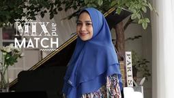 Bulan Ramadan 2018, intip inspirasi berpakaian gamis dari kedelapan seleb non-hijaber ini. (Sumber foto: nagitaslavinamukena/instagram)