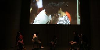 Reza Rahadian melihat industri film Tanah Air kurang mengangkat tokoh inspiratif atau tokoh nasional. Sebagai pemeran, ia berharap sineas mengangkat perjalanan hidup tokoh yang berpengaruh. (Deki Prayoga/Bintang.com)
