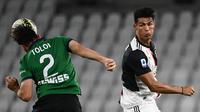 Cristiano Ronaldo mencoba sundul bola saat Juventus melawan Atalanta (AFP)