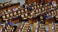 Anggota dewan mengikuti Rapat Paripurna ke-6 DPR masa persidangan I tahun sidang 2019-2020 di Kompleks Parlemen, Senayan, Jakarta, Selasa (3/9/2019). DPR dijadwalkan mengesahkan dua Rancangan Undang-Undang (RUU) yaitu RUU Sumber Daya Air (SDA) dan RUU Pekerja Sosial. (Liputan6.com/JohanTallo)